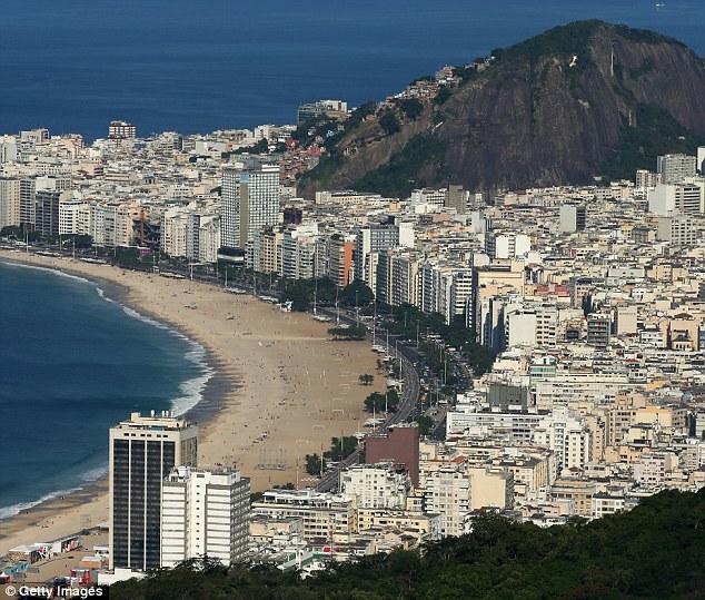 Jenny From The Block vai ao Rio: A atriz Parker vai se juntar no palco Pitbull no Brasil, bem como a cantora Claudia Leitte