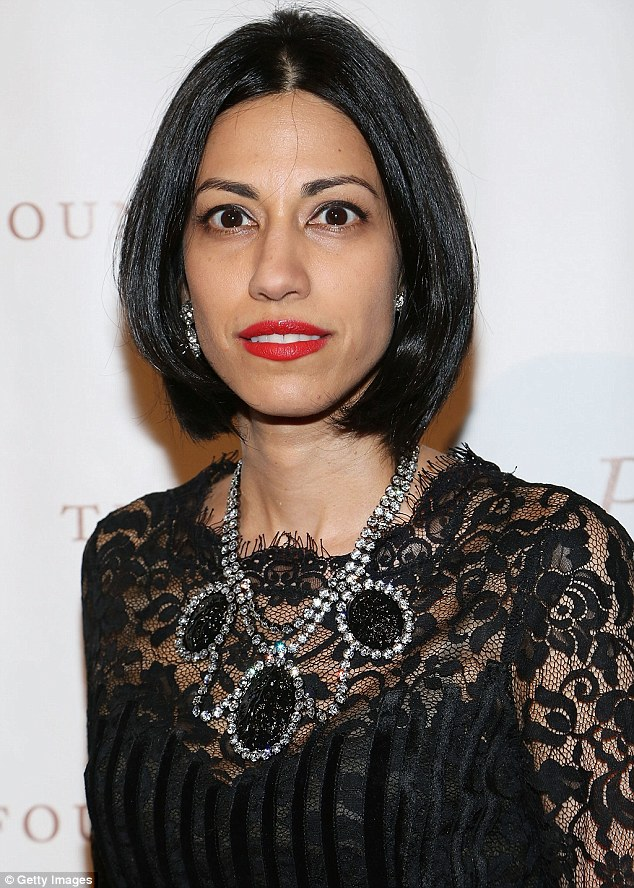 Anthony Weiners Wife Huma Abedin Chops Her Long Mane Into