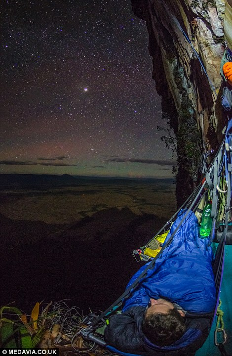 Photos show climbers camping 1300ft up a Venezuela mountain  Daily Mail Online