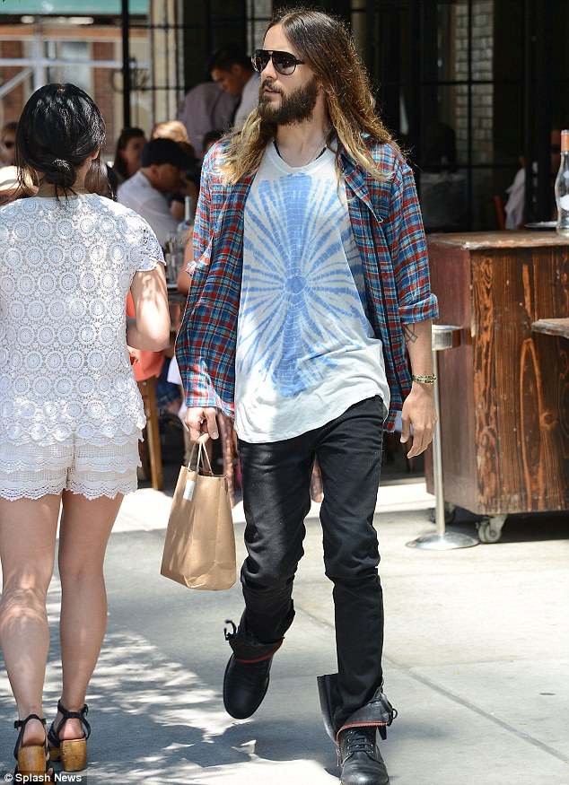 Skater Girl Wallpaper Iphone Jared Leto Is Grunge Chic In A Tie Dye T Shirt And Plaid
