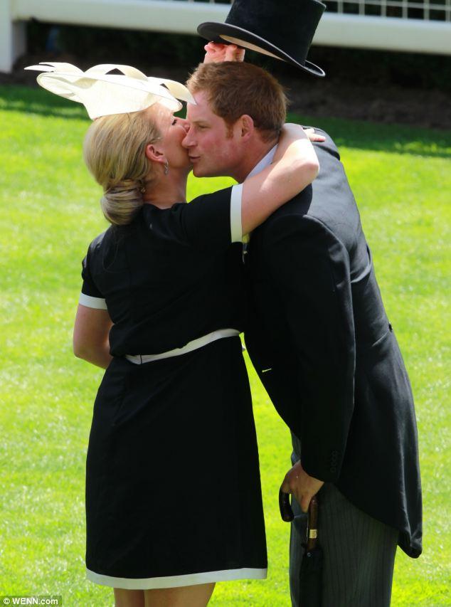 Dê-nos um abraço, Harry: Zara em casas enquanto ele recebe o seu chapéu fora do caminho