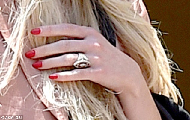 Ashlee Simpson Flashes Her 5 Carat Engagement Ring In