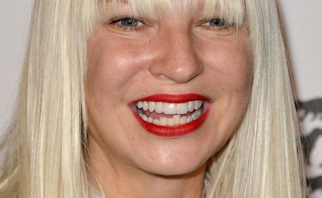 Sia Scores Her First Number One Album In The Us Daily