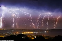 UK heatwave to continue after night of violent thunder and ...