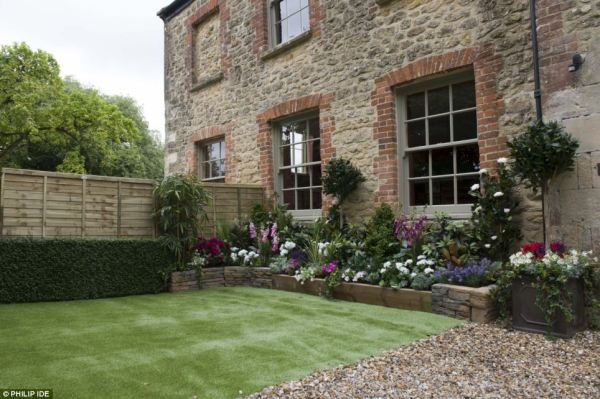 ersatz gardens defy elements