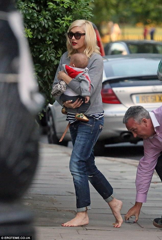 Gwen Stefani arrives home barefoot with husband Gavin
