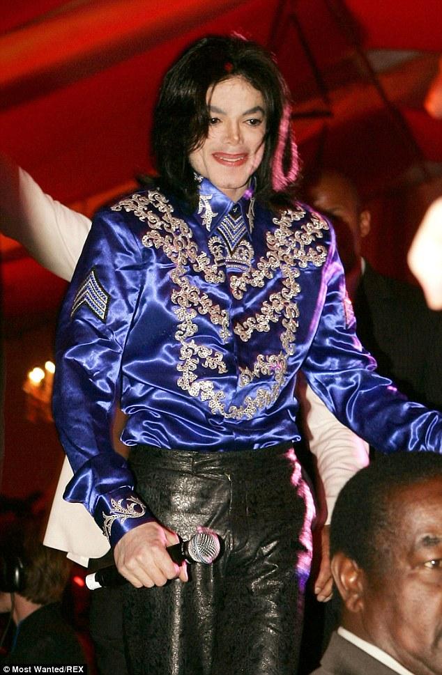 Legado: residência definitiva de Michael Jackson em Las Vegas tem sido colocado no mercado para 19,5 milhões dólares, Jackson retratado em Los Angeles, em 2008, no ano antes de falecer