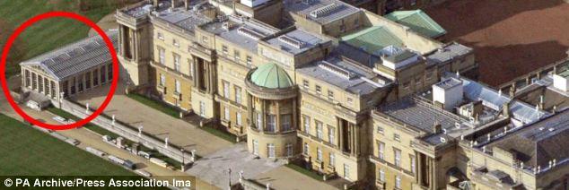 Peak inside Buckingham Palaces pool where Prince George