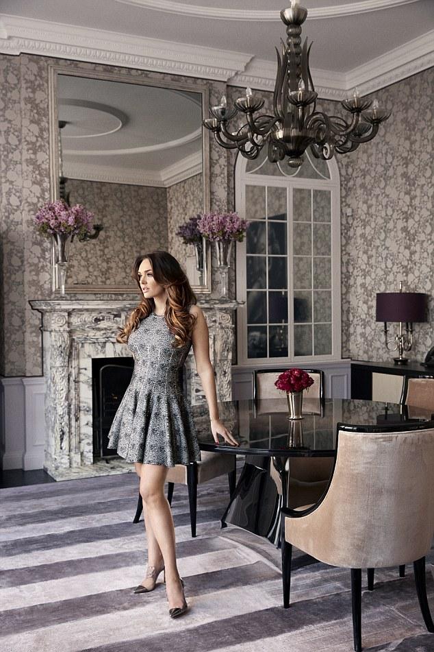 Bien que vivant dans un manoir de 57 chambres, Tamara et son mari et sa fille semblent passer leur temps en seulement trois pièces: la cuisine, le salon et la chambre à coucher où Sophia a aussi un lit
