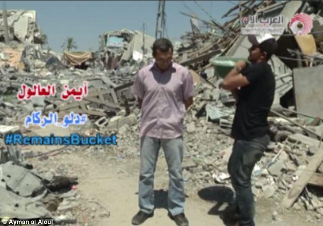 Precious: Ayman al Aloul (centre sur la photo), journaliste palestinien qui a posté la première Rubble Seau Défi a dit qu'il ne pouvait pas justifier l'utilisation de l'eau pour le défi quand si peu se trouve dans la bande de Gaza