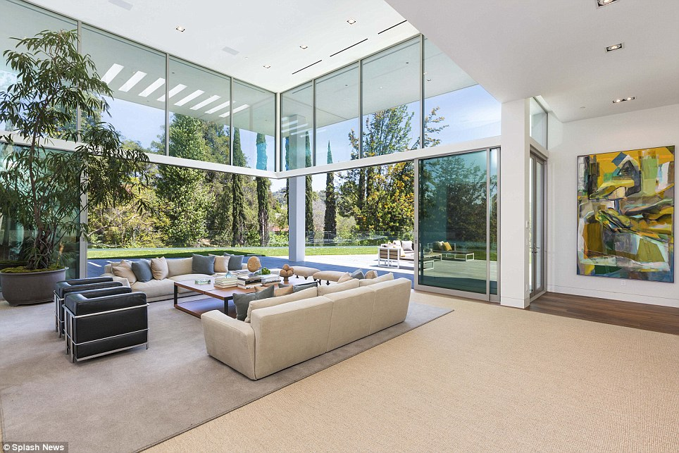Jay Z and Beyonce paid $200K for ONE MONTH stay in Bel Air