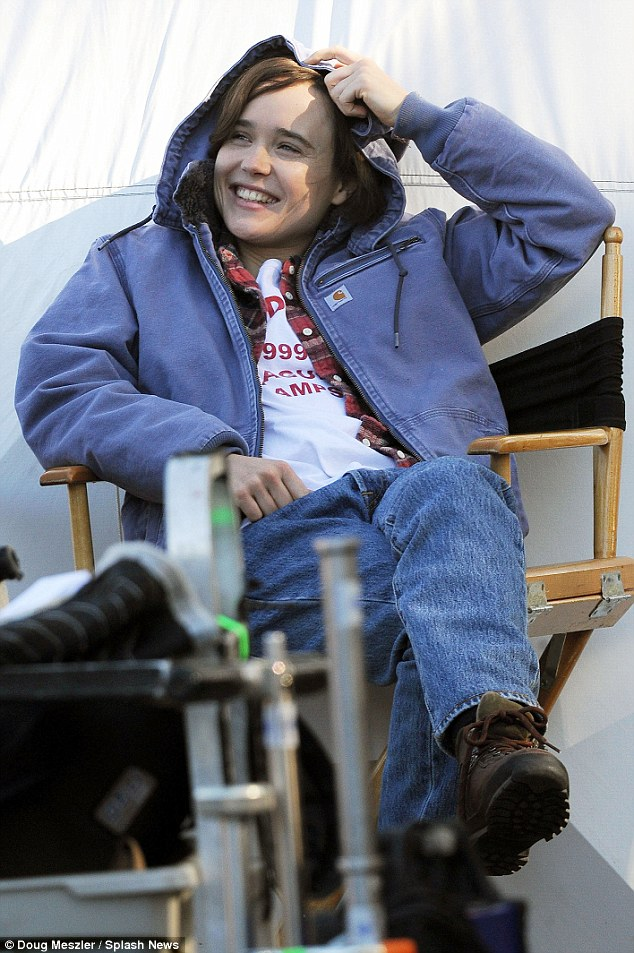 old lady chair camping with footrest ellen page on set of freeheld while cosying up to crew member | daily mail online