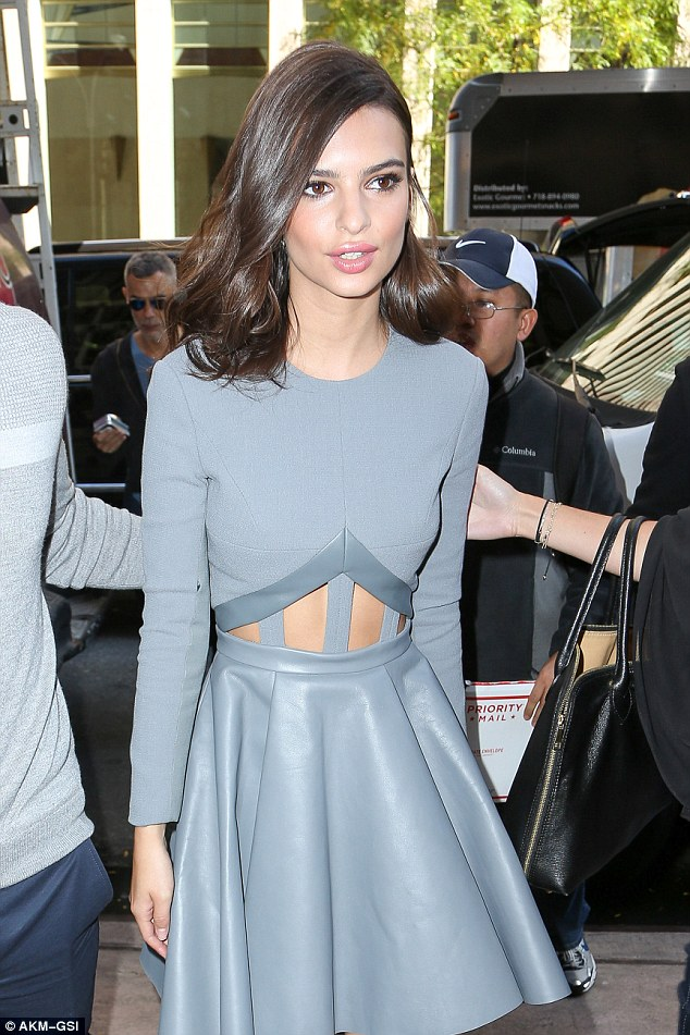 Emily Ratajkowski dishes on kissing Gone Girl costar Ben