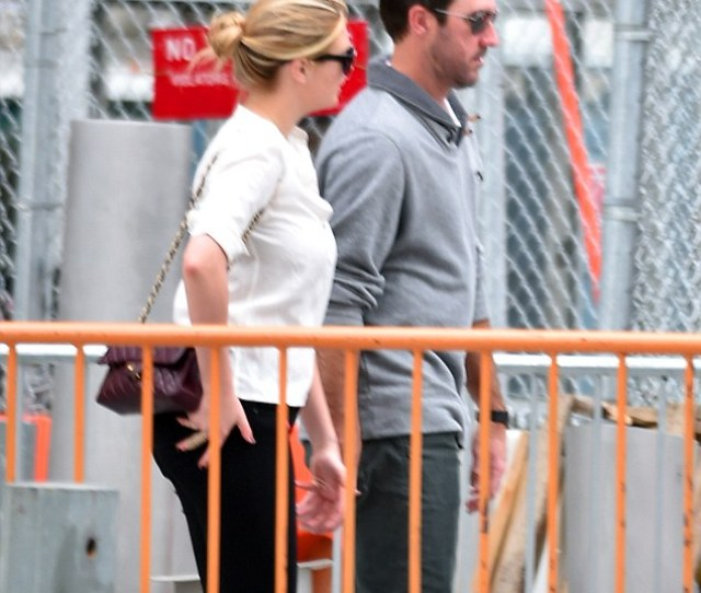 Paying Tribute Kate Upton And Boyfriend Justin Verlander Visited Ground Zero In New York On