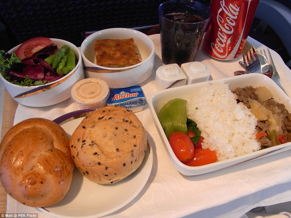 The inflight business class meal from TransAsia Airways offers rice with vegetable and stir-fried beef and a salad of leaves, tomatoes and asparagus as well two bread rolls. Pudding seems to be a square cake with seeds and nuts. The airline provides proper cutlery and even gives passengers individual ceramic salt and pepper shakers