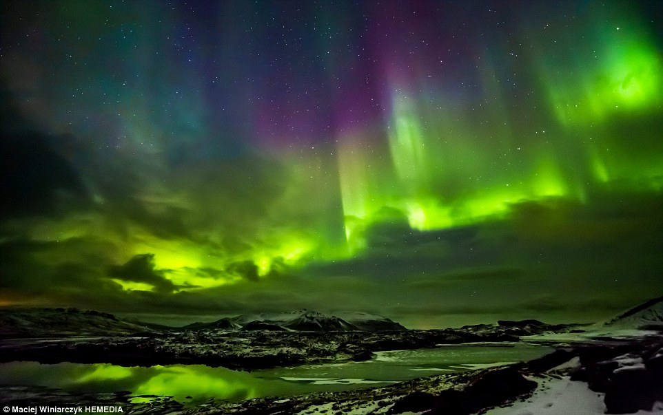Photographer captures the Northern Lights Milky Way and