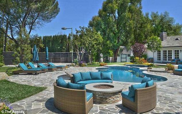 Selena Gomez sells her LA home to Iggy Azalea and boyfriend Nick Young for 345 million  Daily