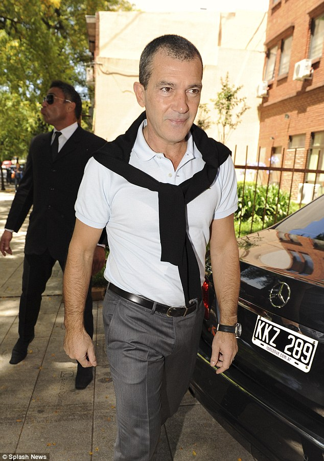 He Shaved It Antonio Banderas Trades Rugged Look For New