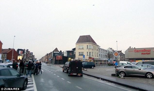 Es la segunda vez en seis semanas se ha producido situación de rehenes en la ciudad belga norte. En la foto, un helicóptero de la policía se puede ver volando por encima