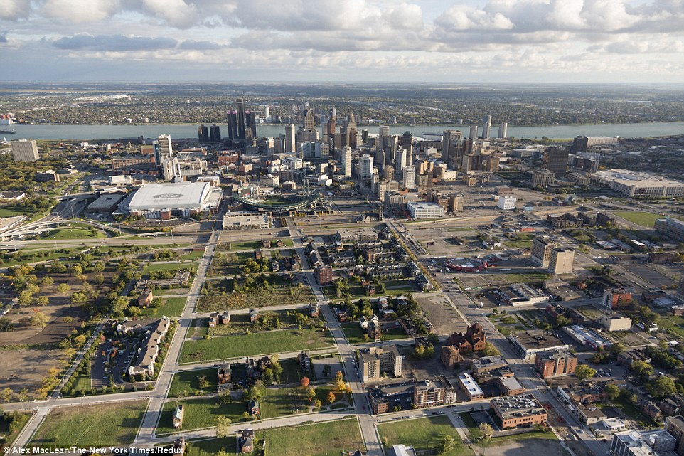 Aerial photos show how downtown Detroit has been turned into a tiny urban island, surrounded by abandoned housing blocks