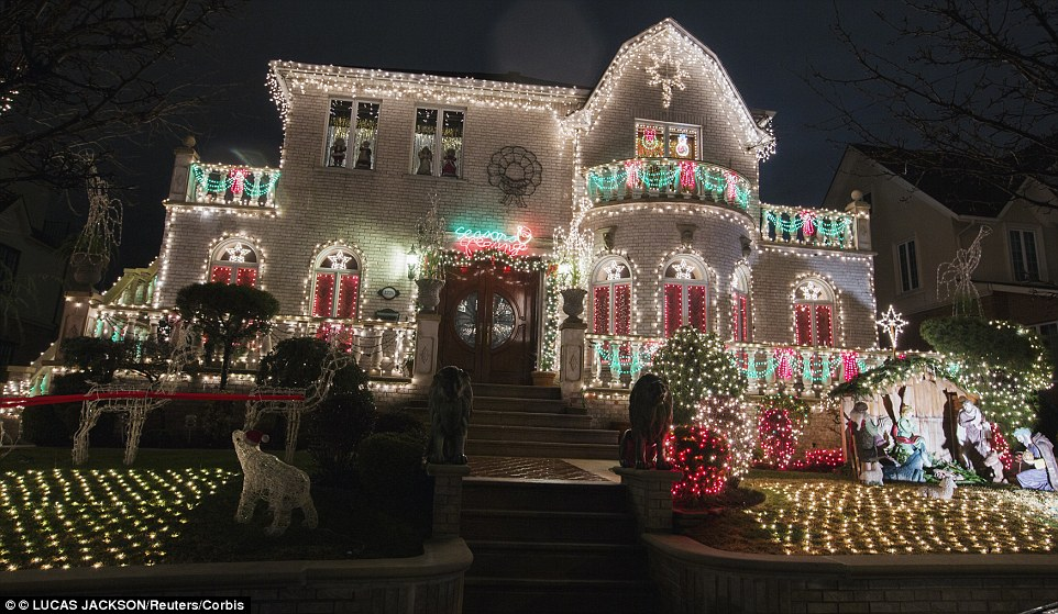 New Yorks most extravagant Christmas lights are in Brooklyns Dyker Heights  Daily Mail Online