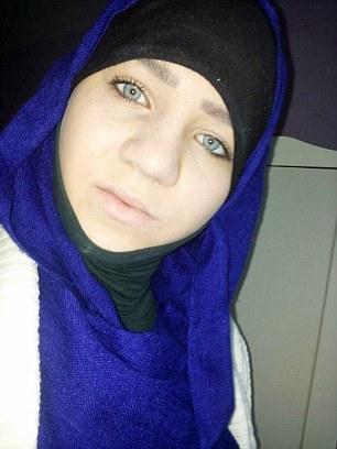 Sabina dijo después de llegar a Turquía desde Austria cruzaron la frontera hacia Siria a pie