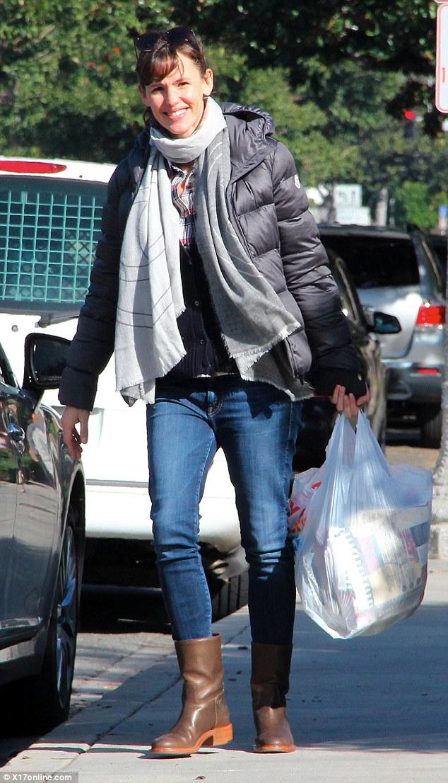 Jennifer Garner Spreads Christmas Cheer While Shopping For