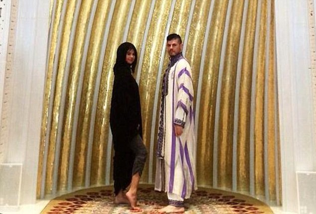 Image result for सेलेना गोम्ज हिजाब