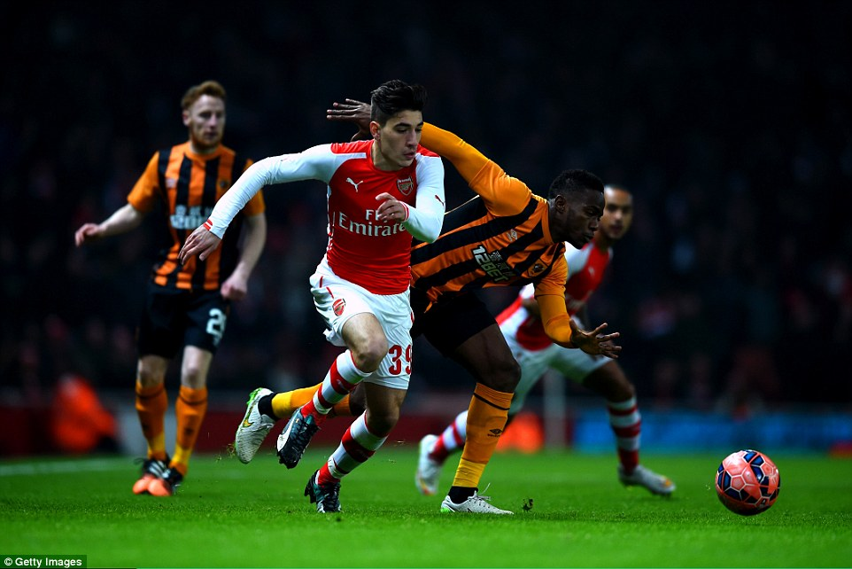 Arsenal youngster Hector Bellerin (centre) uses his pace to get pastMaynor Figueroa of Hull City