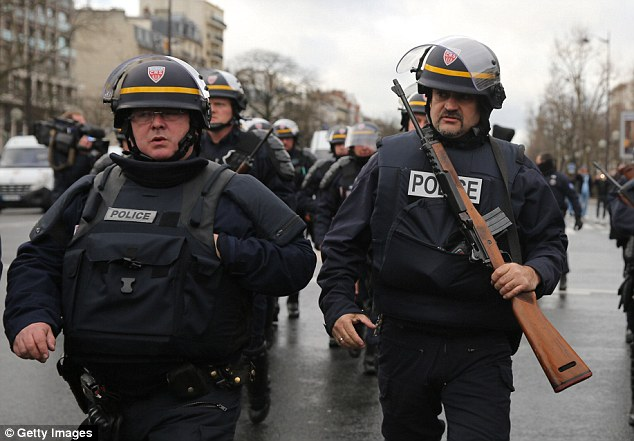 Siege: French police, with weapons in hand, head to yet another terror attack in Paris