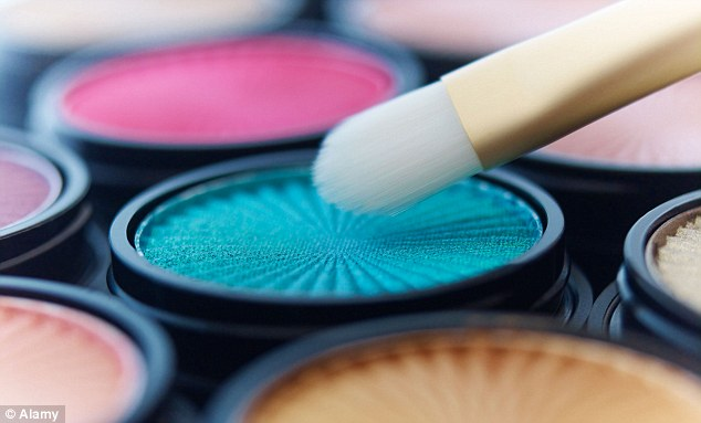 Mixing eyeshadow and Vaseline can create some great make-up effects for a night out
