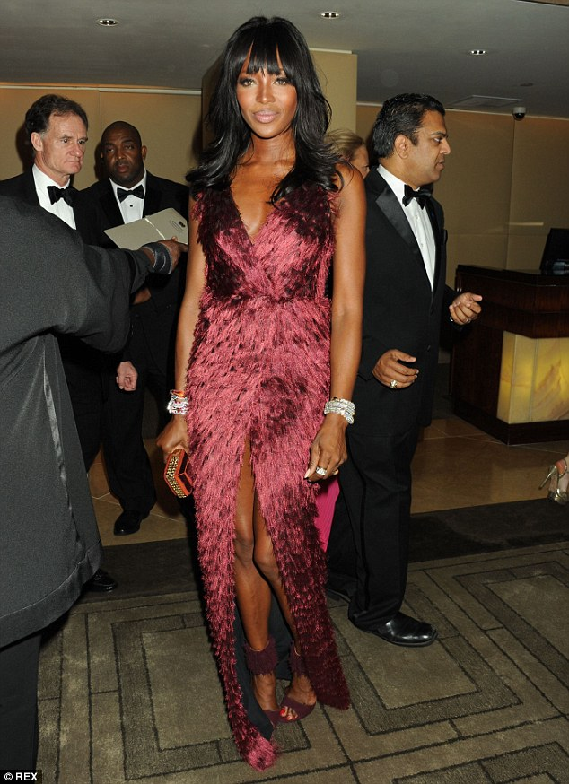 Starting the awards season off with a bang! Naomi Campbell looked incredible as she rocked a striking gown at the Weinstein Golden Globes afterparty on Sunday night
