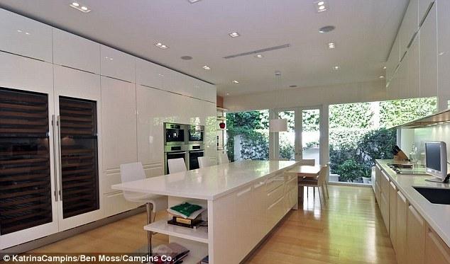 White Kitchen Out Style