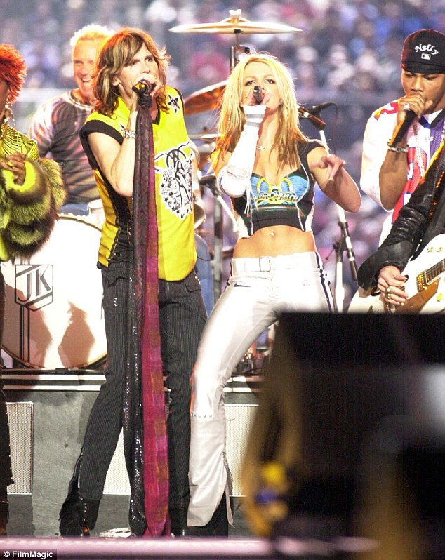 Back In The Saddle: Mostrar el medio tiempo del Super Bowl de 2001, donde jugó Aerosmith con Britney, ' n Sync, Mary J Blige y Nelly