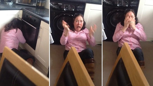 She Called Me The C Word Son Catches His Mums Hilarious Reaction On Camera As He Returns Unexpectedly From Two Years Of Travelling Daily Mail Online
