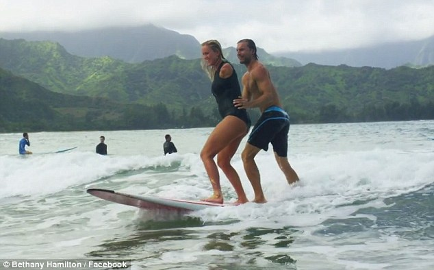 Girl On Surfboard Wallpaper Bethany Hamilton And Husband Adam Dirks Expecting Their