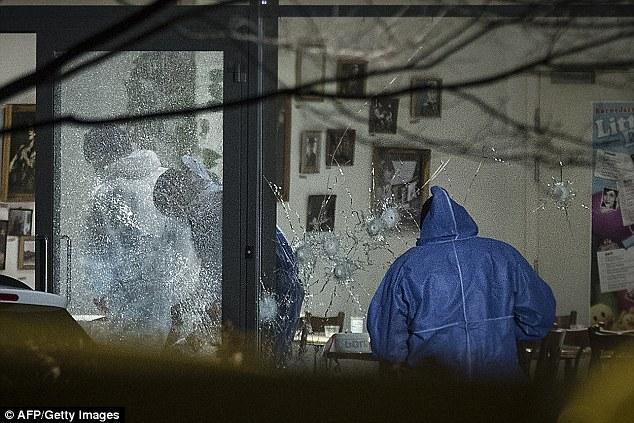 Acribillado: Las ventanas de la cafetería Krudttoenden se hicieron añicos luego de ser despedidos con 200 balas