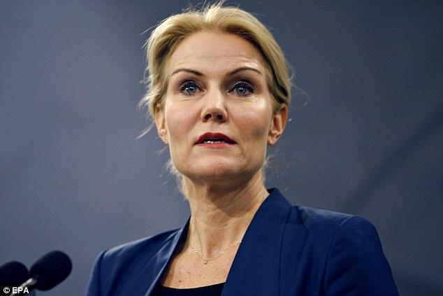 """El primer ministro Helle Thorning-Scmidt dijo que el país había sido """"golpeado por el terrorismo"""", en una conferencia de prensa el domingo"""