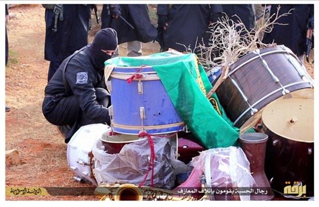 Resultado de imagen para imágenes de musulmanes quemando instrumentos musicales