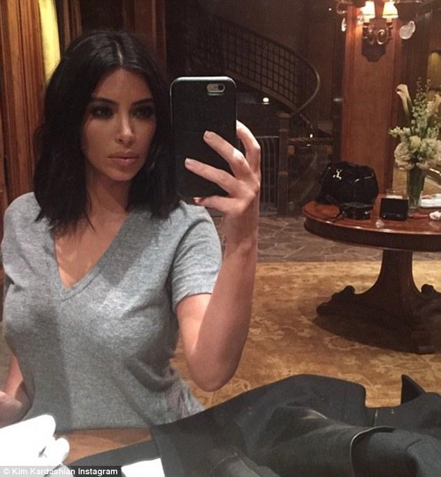 Kim publicada esta sensual selfie justo antes de que comió pastel con Cheban 'Mejores amigos' en su cumpleaños