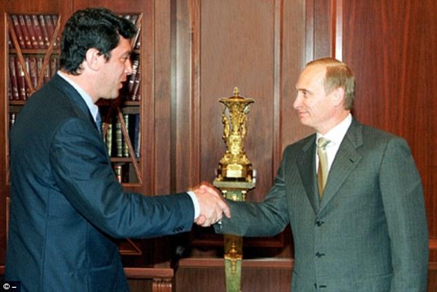 Nemtsov y Putin discuten las perspectivas de la reforma administrativa en el Kremlin en julio de 2000