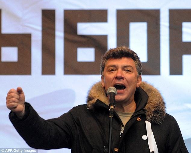 Nemtsov, visto aquí en diciembre de 2011 que habla en un mitin en contra de las elecciones parlamentarias, fue un crítico feroz de Vladimir Putin