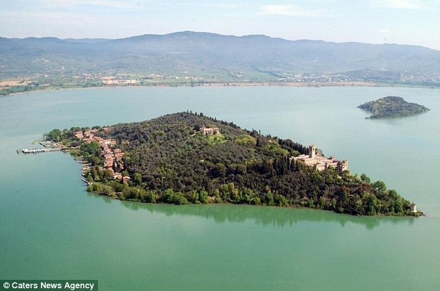 The castle overlooks the village's tennis courts, harbours and the nearby coast of Passignano sul Trasimeno