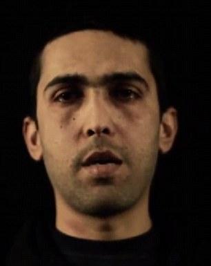 Cautivo: La película es una reminiscencia del vídeo horripilante mostrando la quema a la muerte del piloto jordano Muath al-Kaseasbeh, ya que comienza con una larga entrevista con la víctima hablando en una habitación oscura