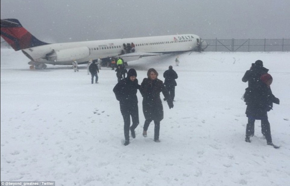 New York Giants tight end Larry Donnell was on the plane and shared a photo on Instagram as he evacuated on the runway