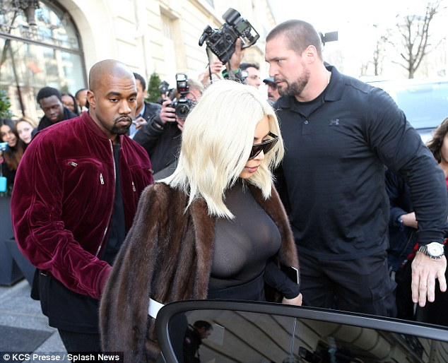 It's not just Kanye: Fans and photographers gathered around the blonde starlet to catch a glimpse of her in the flesh