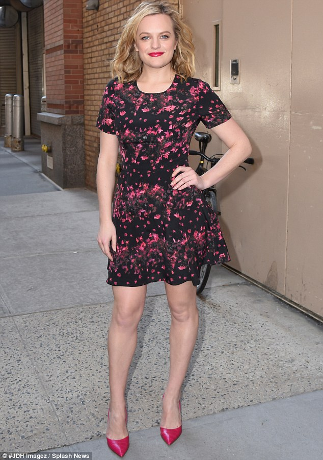 Elisabeth Moss Gets Flirty In Floral Frock For Live With