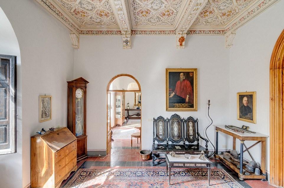 Il castello è molto raro trovare in Italia, perché risale al medioevo, secondo John Jonk, che si occupa della vendita per Internazionale Sotheby