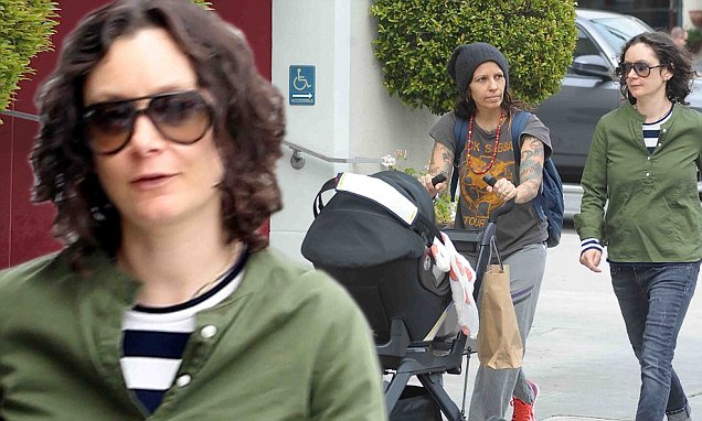 Sara Gilbert and Linda Perry take twoweekold baby Rhodes shopping for designer duds  Daily
