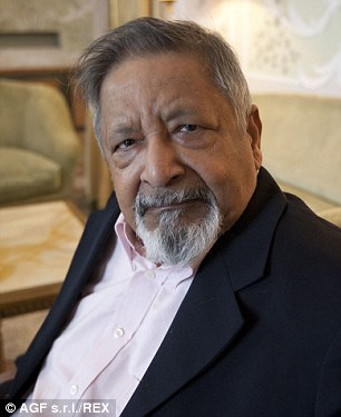 Nobel Prize-winning author V. S. Naipaul has warned that Islamic State are the most potent threat to the world since the Nazis